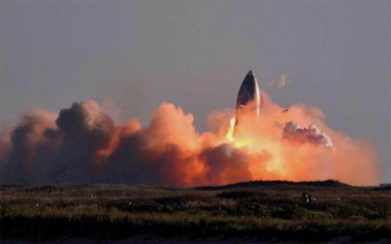 SpaceX'in roketi iniş sırasında infilak etti