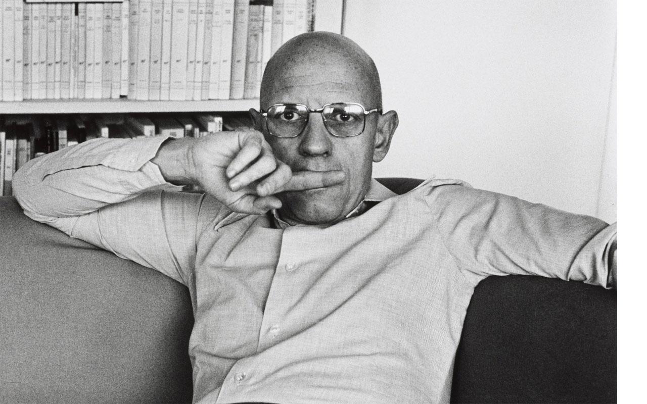 Fransız düşünür Michel Foucault hakkında iğrenç iddialar mezar taşları üzerinde...