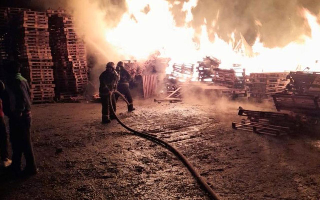 Gebze'de palet fabrikasındaki yangın söndürüldü