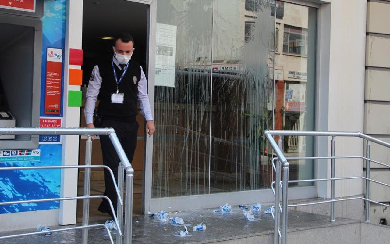 Antalya'da bankada oturanlar bir anda neye uğradığını şaşırdı! 25 tane attı