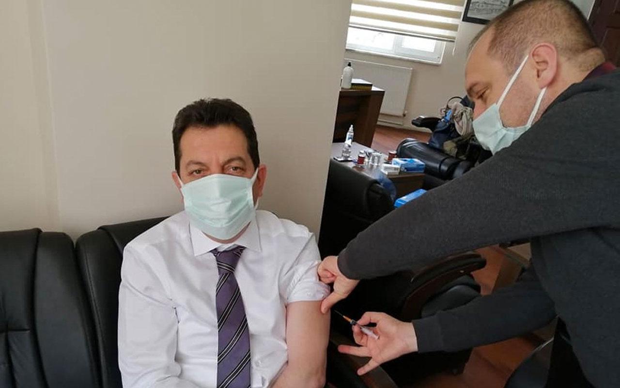 48 yaşındaki belediye başkanı 'sıram geldi' diyerek başhekimi makamına çağırıp aşı yaptırdı