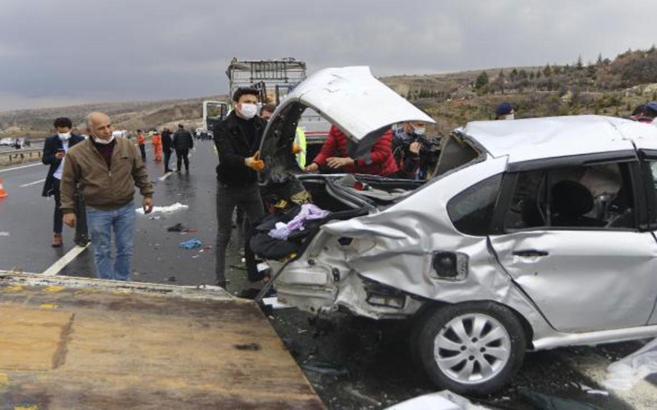 Ankara'da TEM otoyolunda zincirleme kaza! 9 araç birbirine girdi 4 ölü var