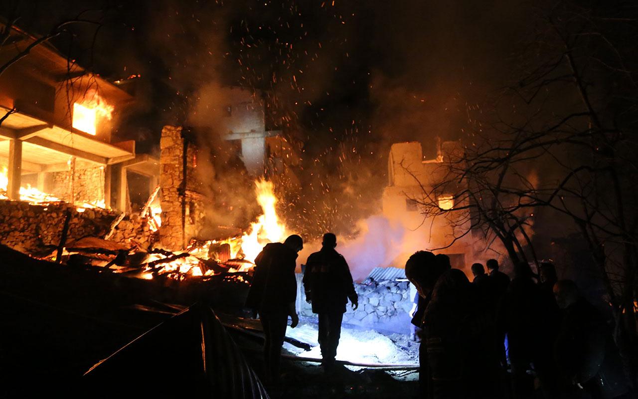 Yine Artvin yine bir köy yandı! Facianın boyutları gün ağarınca ortaya çıktı