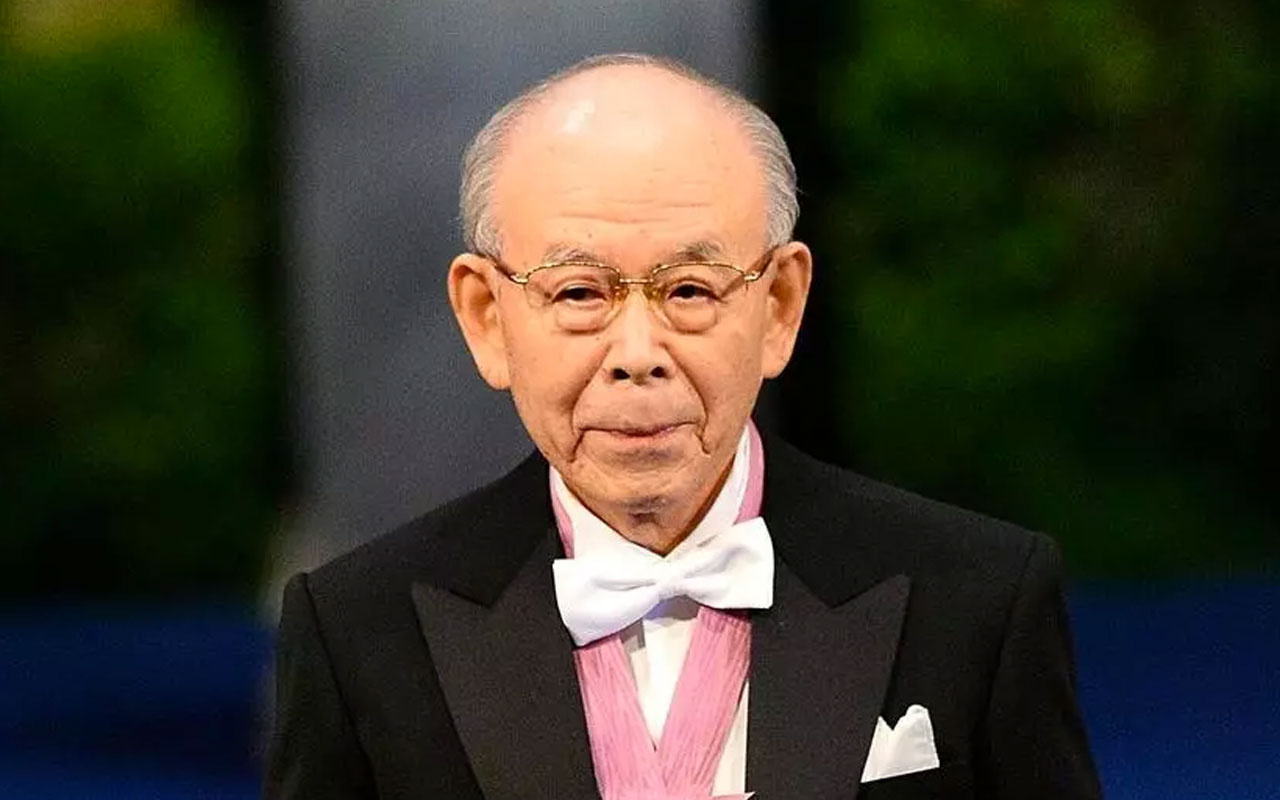 LED'i icat ederek 2014'te Nobel Fizik Ödülü'nü kazanan Japon fizikçi Akasaki öldü