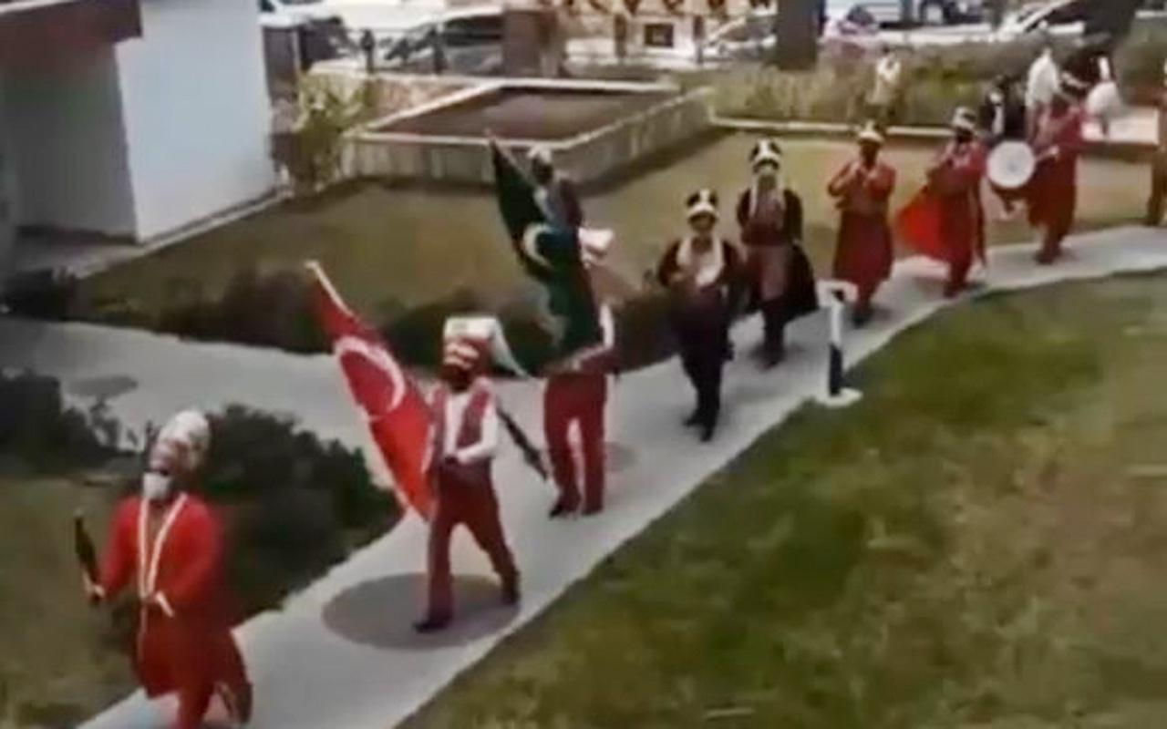 Antalya'da kısıtlama saatinde mehter marşı eşliğinde kız isteme merasimi yapıldı