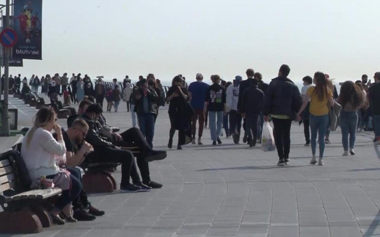 Kısıtlama gününde Kız Kulesi Sahili'ndeki yoğunluk dikkat çekti