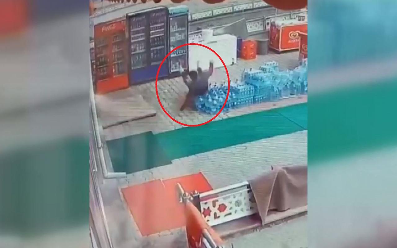 Ankara'da marketçinin elektrik akımına kapıldığı an kamerada