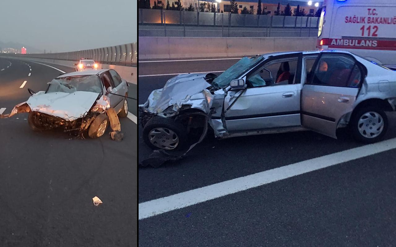 İzmir'de feci kaza! Otomobil beton bariyere çarptı sürücü fırladı