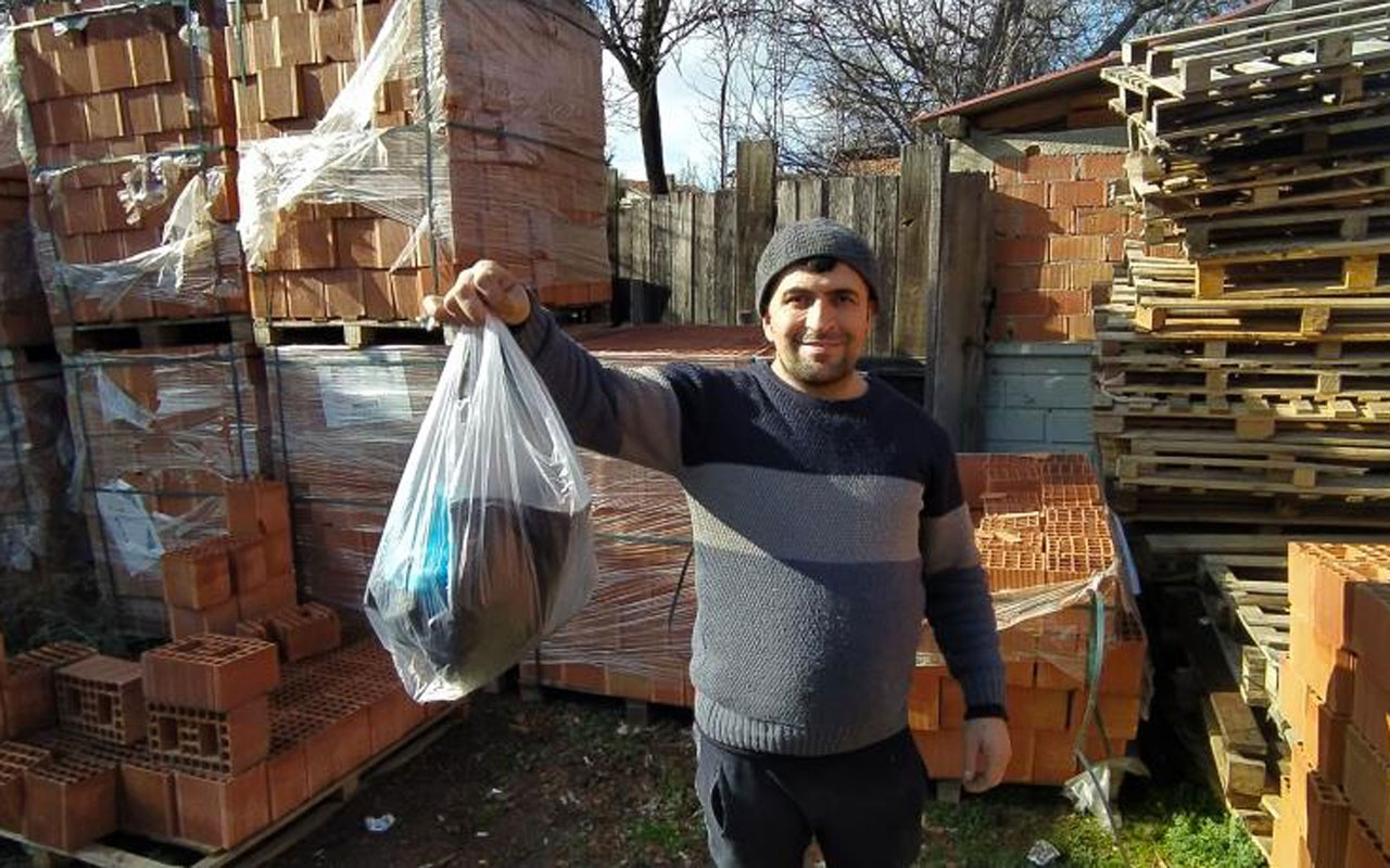 Kastamonu'da maaşını koyduğu poşeti acıkan köpeklere kaptırdı