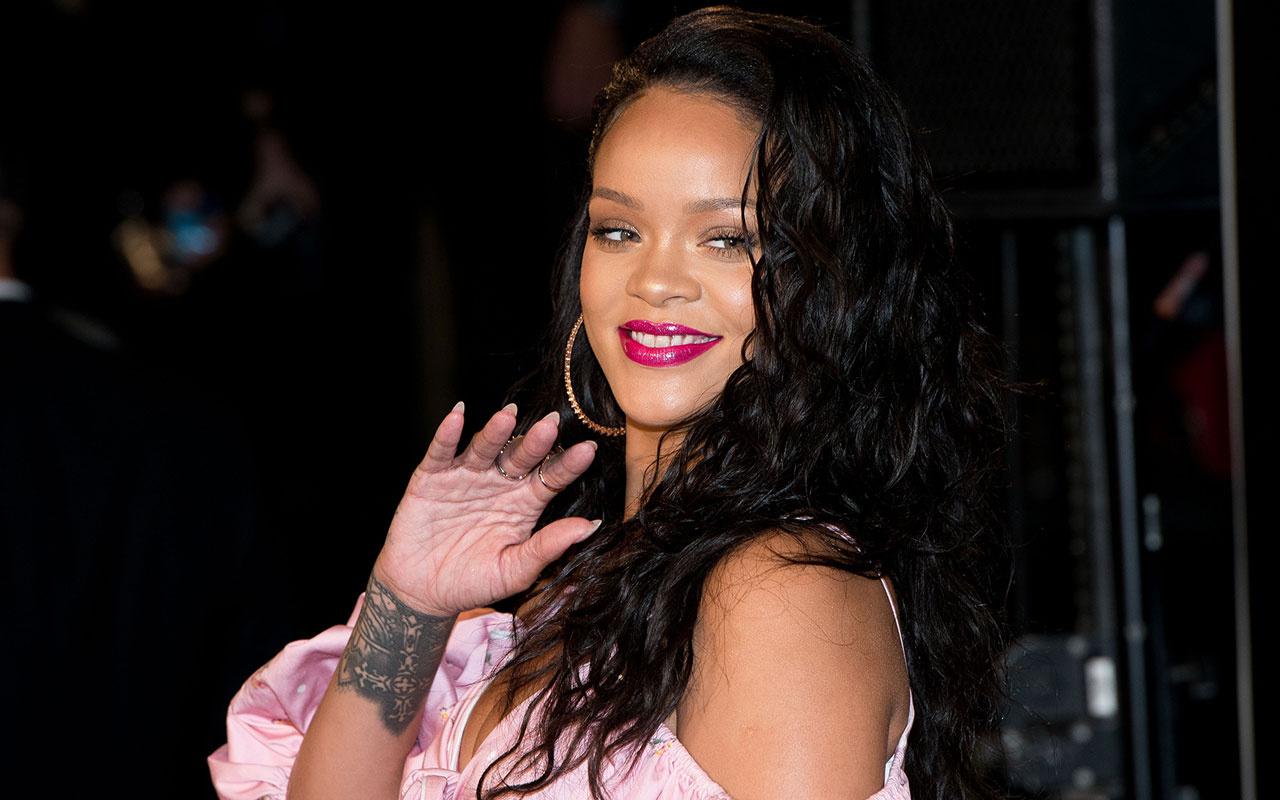 Rihanna Amerika'da Asyalı nefretine karşı düzenlenen protestoya bakın nasıl katıldı