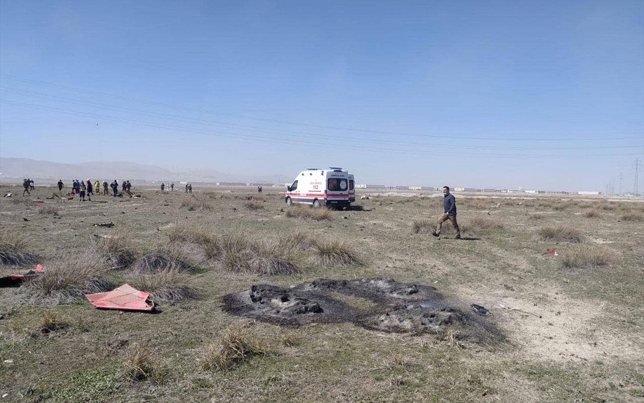 Konya'da Türk Yıldızı uçağı düştü pilot Burak Genççelebi şehit oldu!
