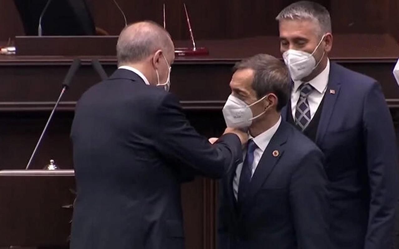 Cumhurbaşkanı Erdoğan CHP'den ayrılıp AK Parti'ye katılan Nejat Önder'e rozet taktı