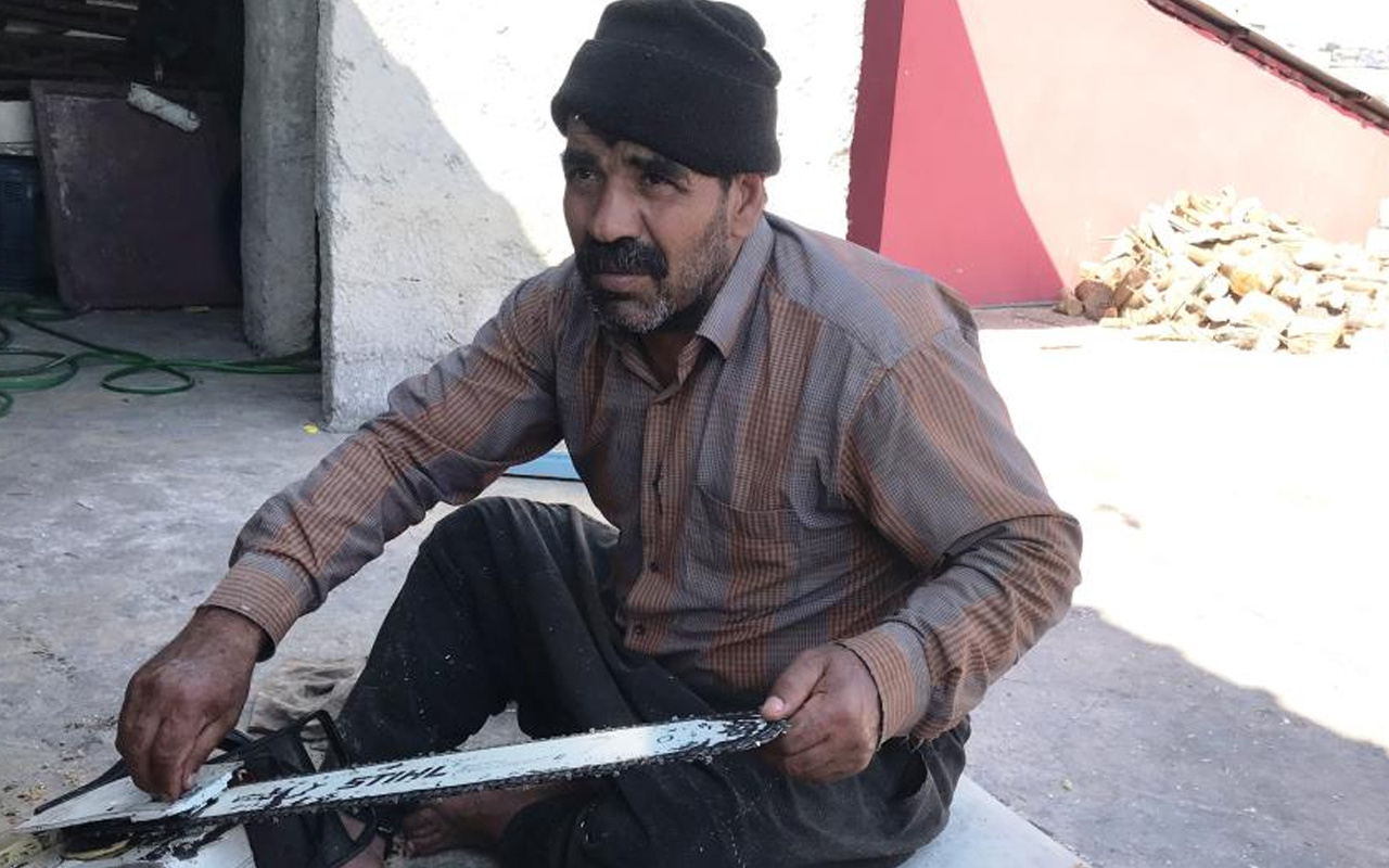 Şanlıurfa'da 35 yıldır mahalle mahalle gezip bu işi yapıyor: Gençler yapmaz