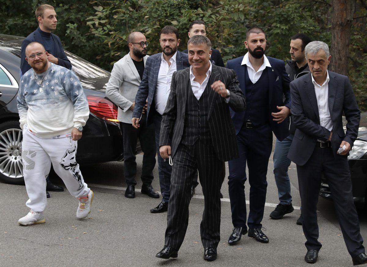 Sedat Peker ve adamlarına şafak baskını! Peker yurtdışında villası ve cipi arandı
