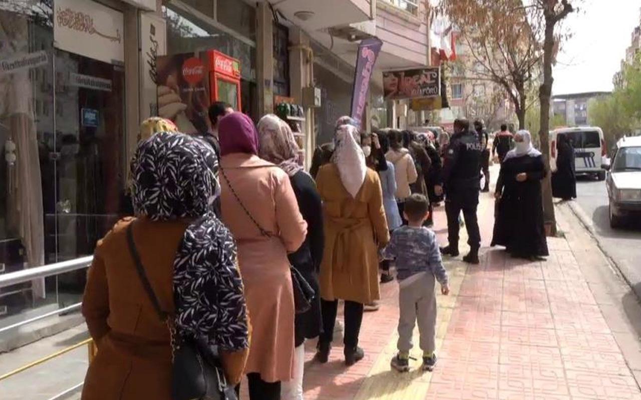 Siirt'te indirim tedbirleri unutturdu! Mağaza önünde kuyruğa polis müdahalesi