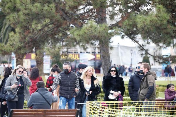 İstanbul turistlere kaldı! Onlar da ne önlemlere uydu ne de maske taktı