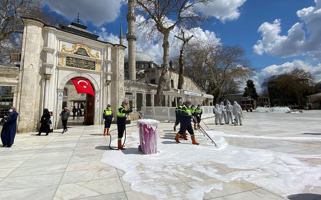 EyüpsultanCamii ve Meydanı gül suyuyla yıkandı! Belediye Başkanı Deniz Köken'dan açıklamalar