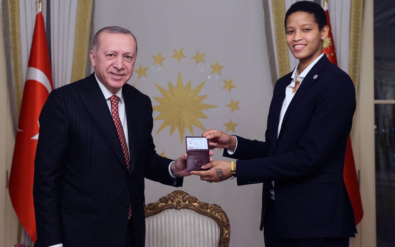 Fenerbahçeli Melissa Teressa Vargas Türk oldu kimliğini Cumhurbaşkanı Erdoğan verdi