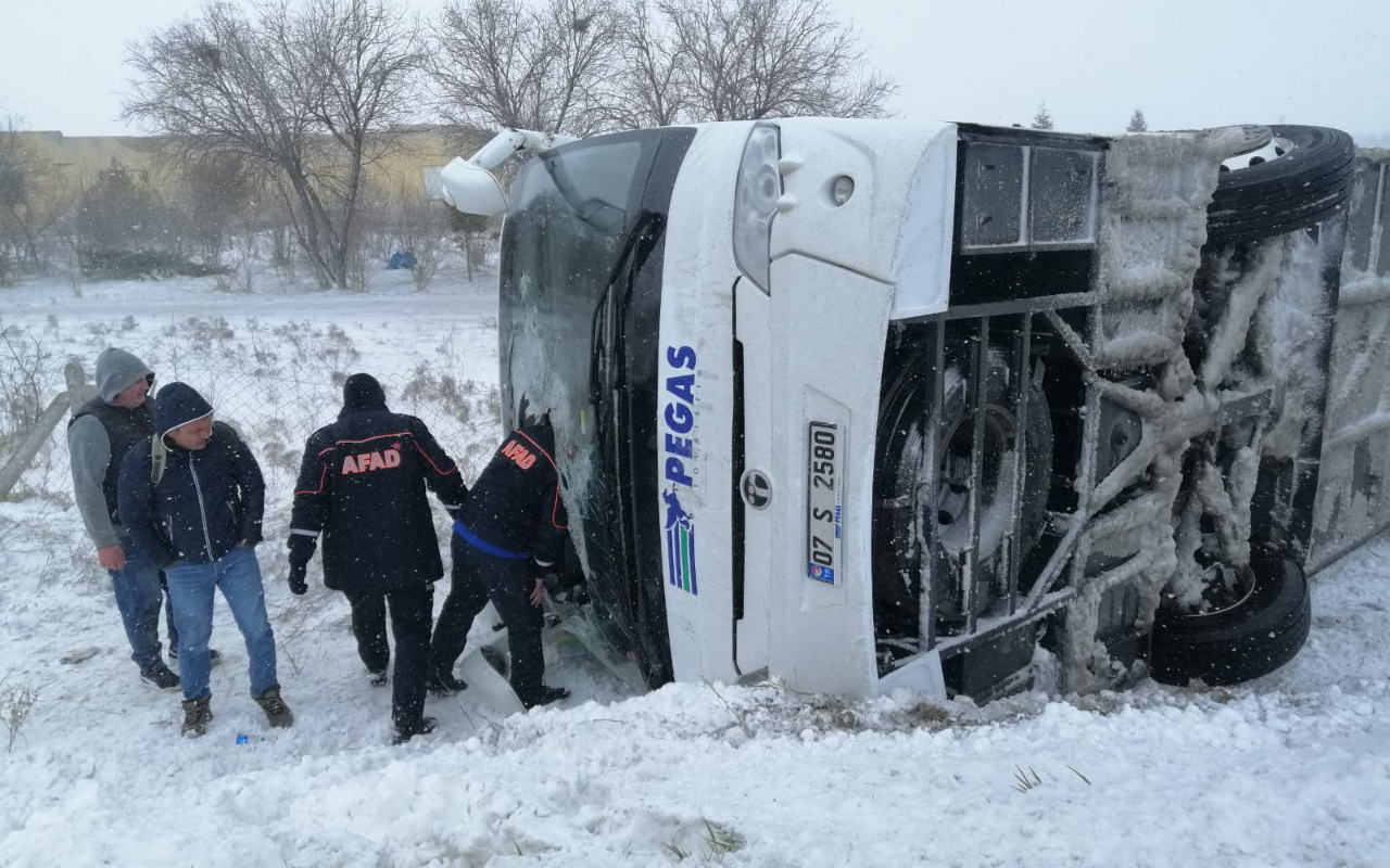 Konya'da 2 tur otobüsü devrildi; Rus turistlerin de olduğu çok sayıda yaralı var