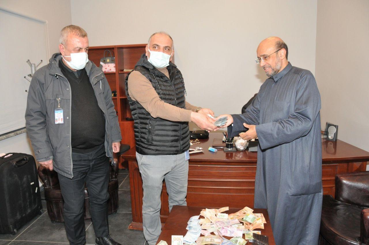 İstanbul'da taksiciden dürüst davranış! Kuveytli turistin araçta unuttuğu 200 bin lirayı iade etti
