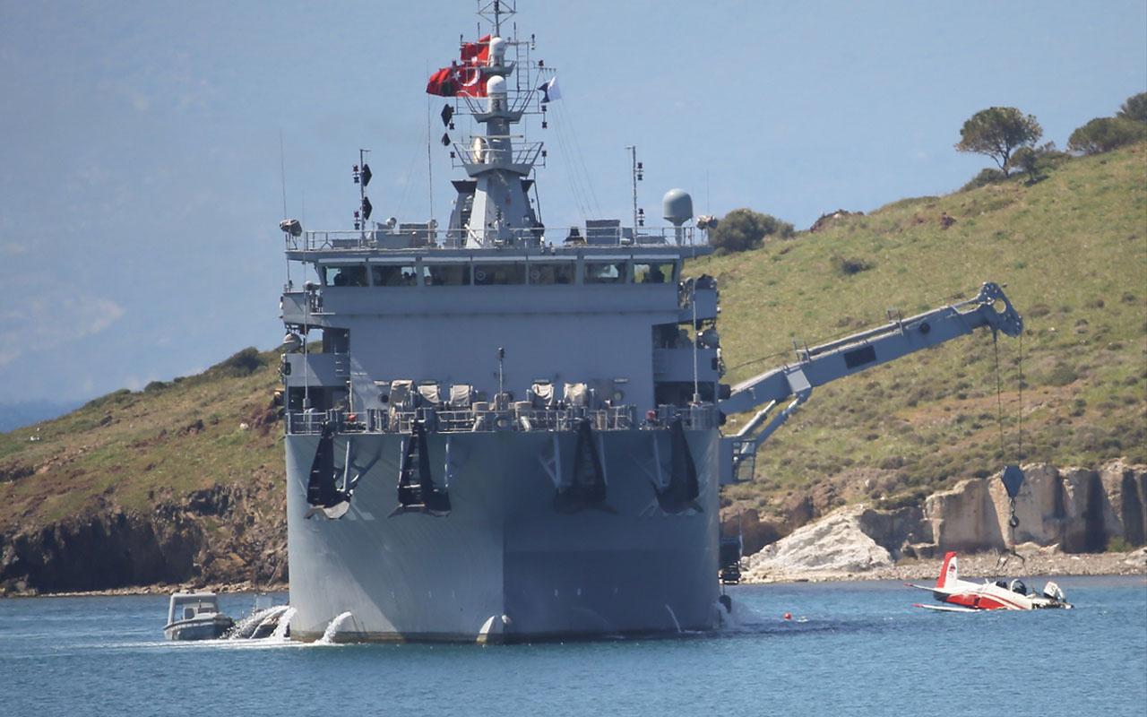 İzmir Foça'da denize düşen eğitim uçağının enkazı çıkarıldı! 2 pilot kurtarılmıştı