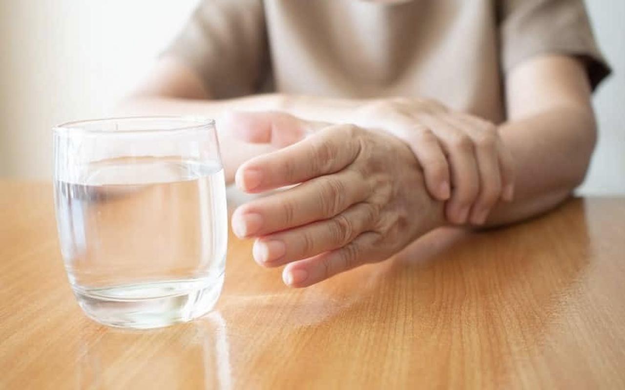 Ezan okunurken sahurda su içilirse yemek yenirse oruç bozulur mu?