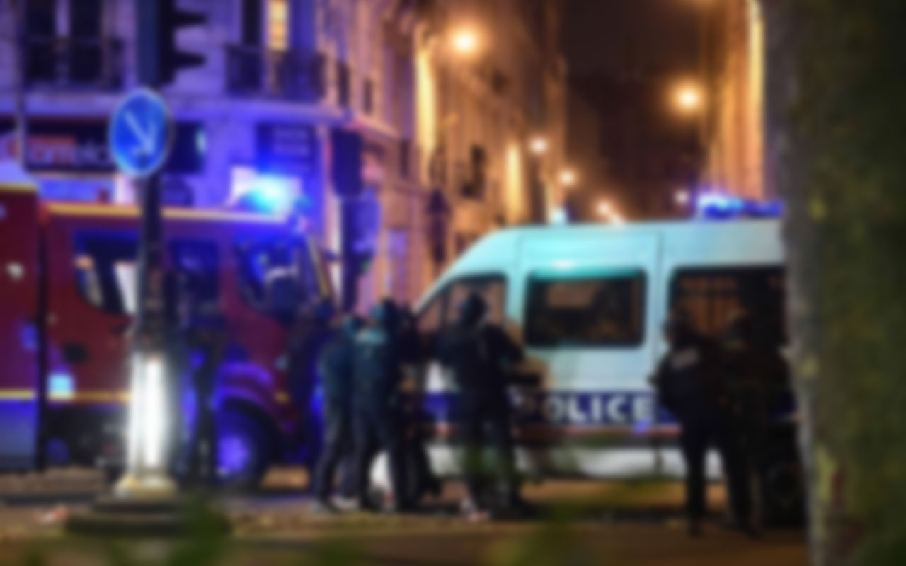 Paris'te büyük panik! Silahlı saldırı düzenlendi 1 kişi öldü