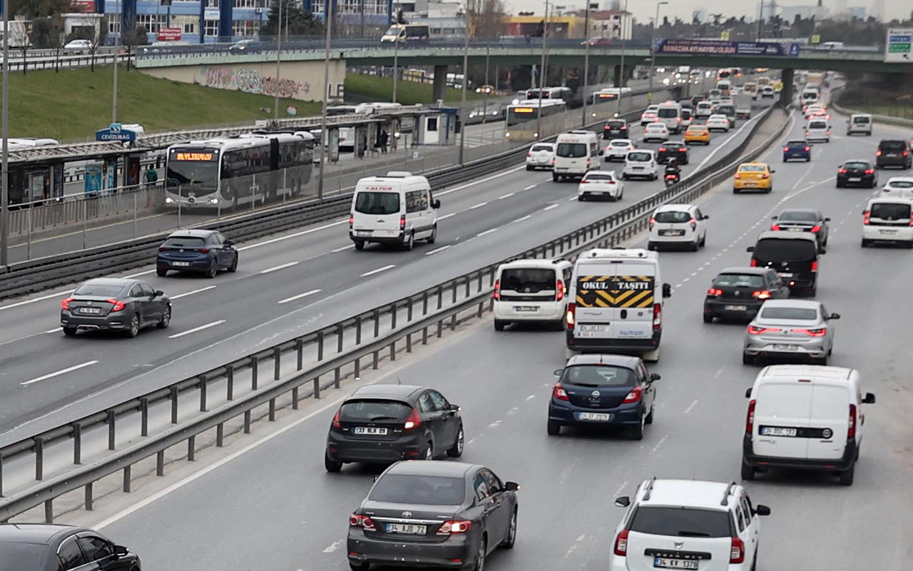 Sokağa çıkma kısıtlaması sonrası İstanbul! Trafik yoğunluğu arttı