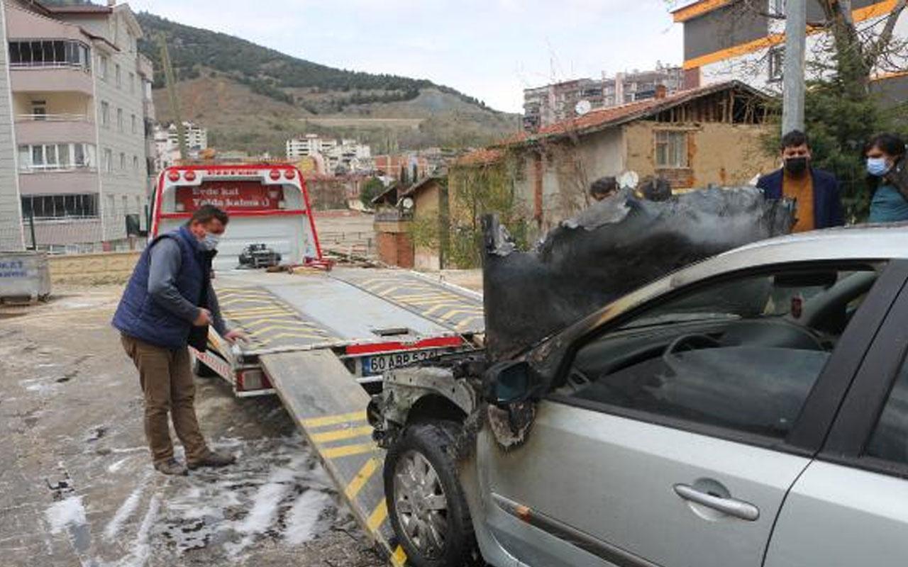 Olay yeri Tokat! 3 gün önce satın aldığı otomobil alev alev yandı
