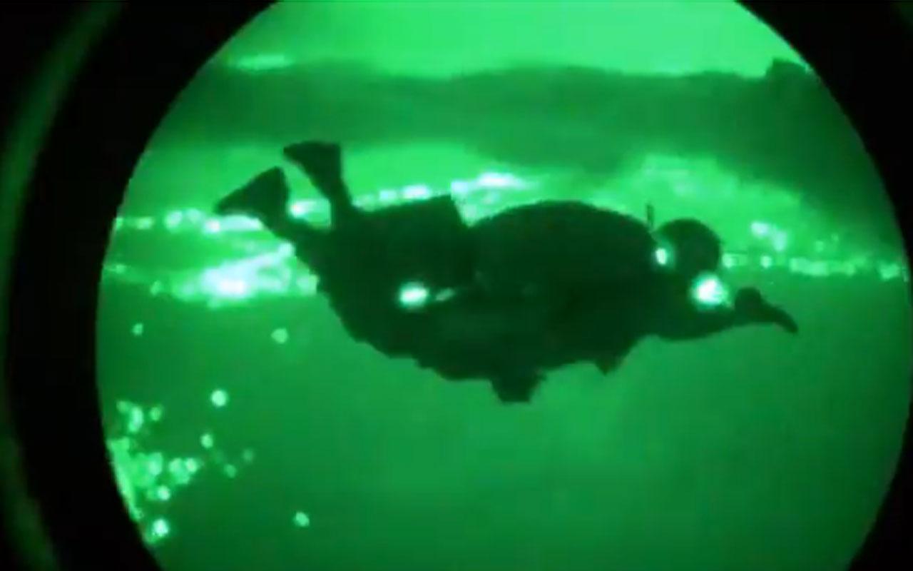 Özel Kuvvetler'in paraşütle sızma atlayışı kamerada