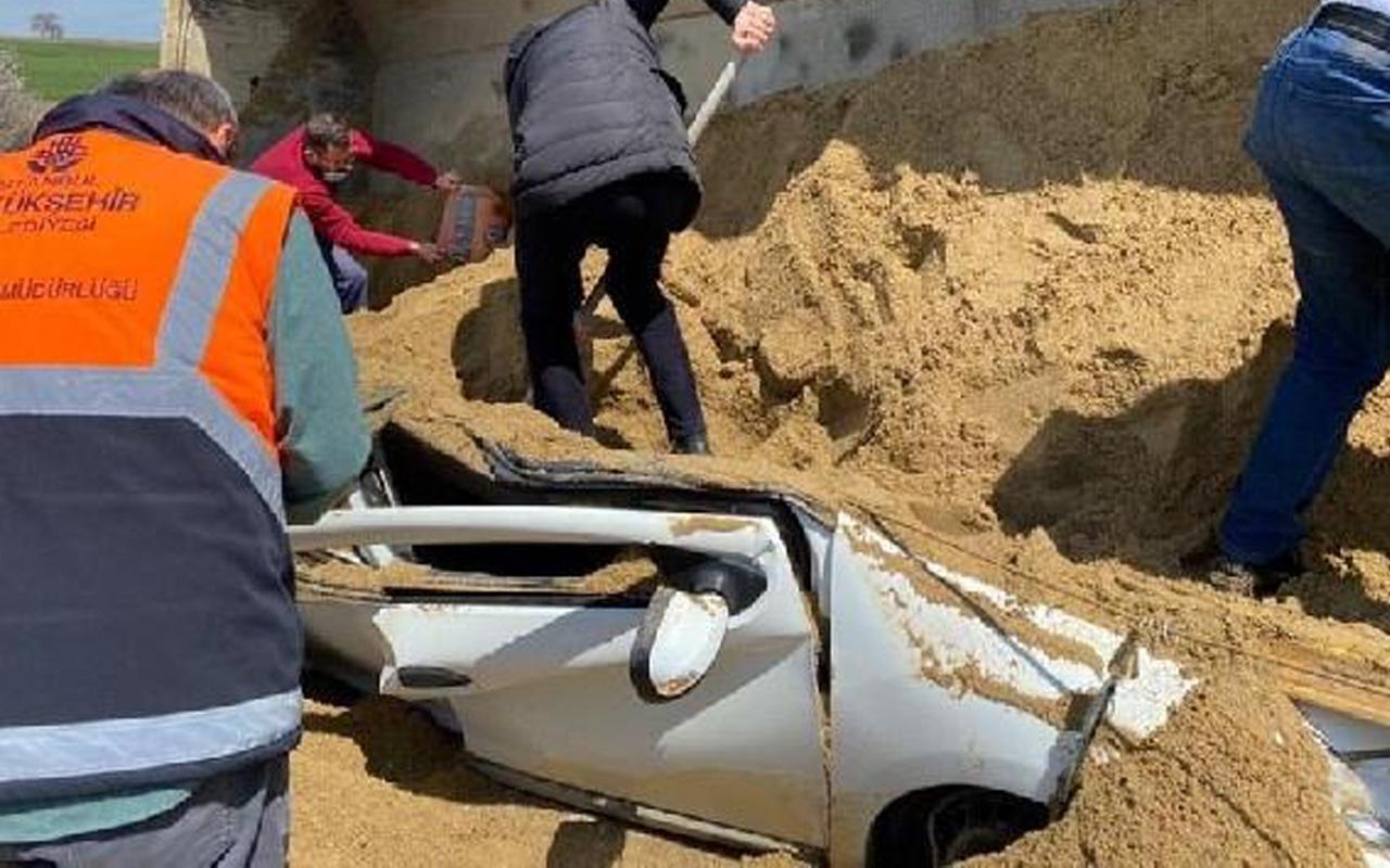 TEM'de kum yüklü TIR'ın otomobilin üzerine devrilmesi sonucu 1 kişi öldü