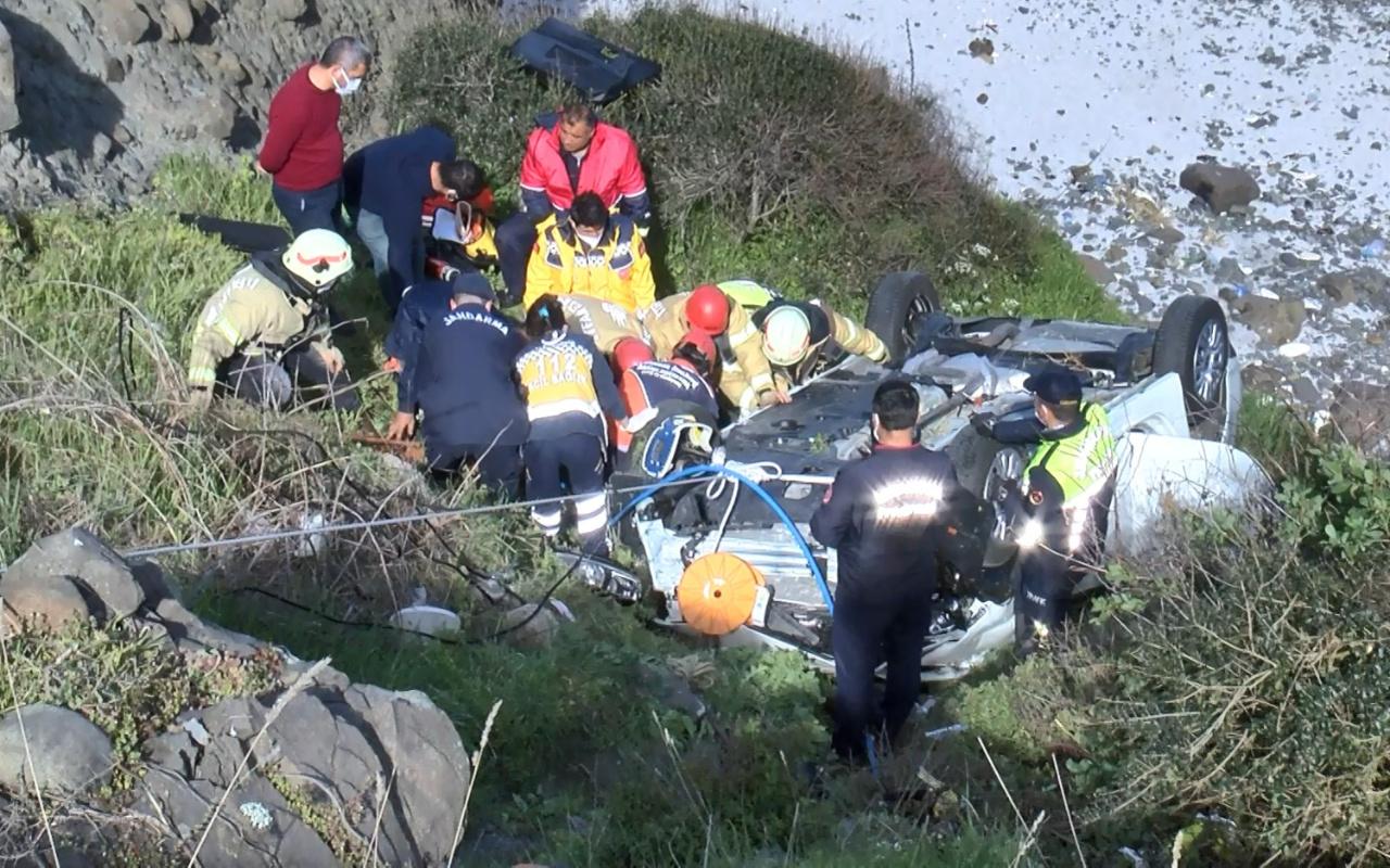 İstanbul Sarıyer'de otomobil uçuruma yuvarlandı