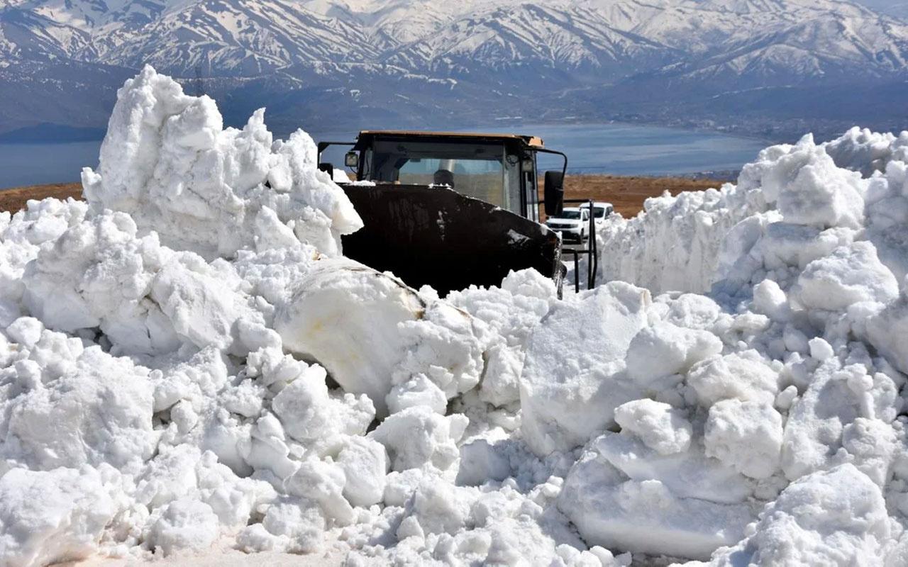 Nemrut Dağı'nda kar kalınlığı 10 metreyi aştı ekiplerin zorlu mücadelesi