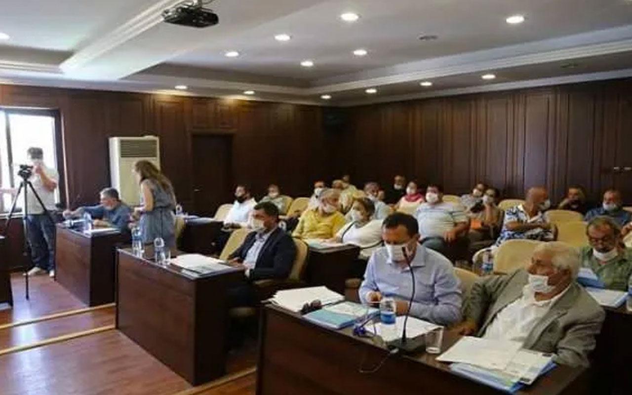 Adalar Belediye Meclisi'nde pozitif vakalı CHP'li üye toplantıya katıldı