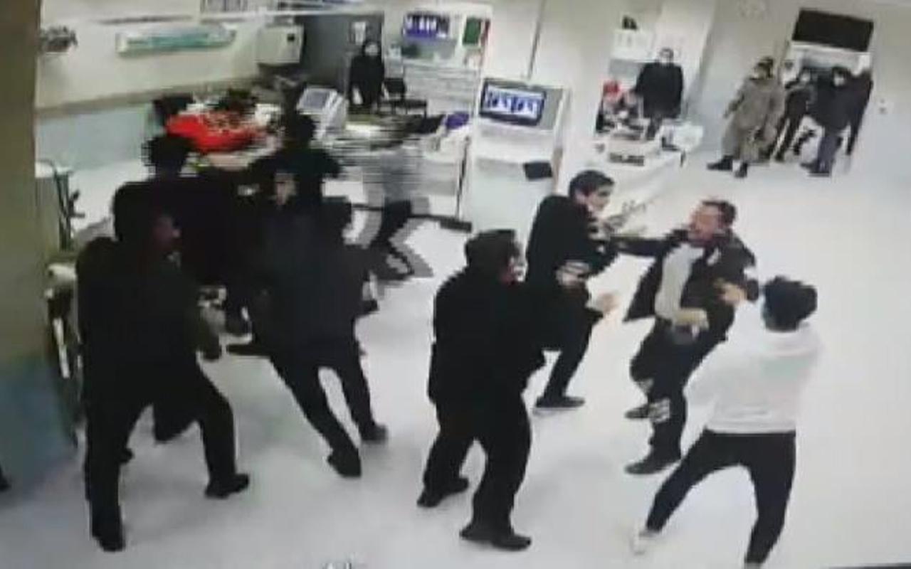 Sivas'ta hasta yakınlarının sağlık çalışanlarına saldırı anı kameraya yansıdı