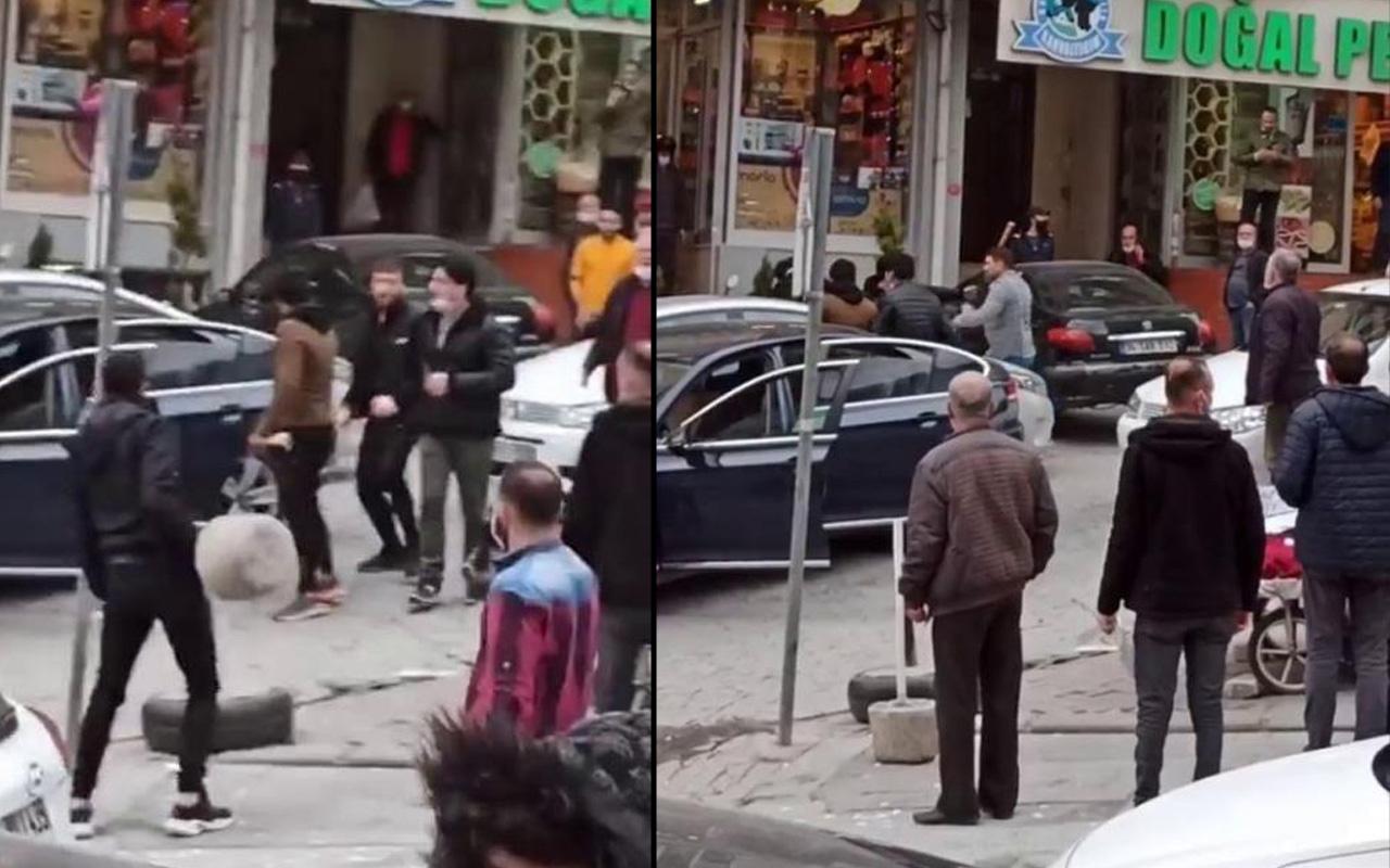 İstanbul'da laf atma kavgaya dönüştü! Kaldırım taşlarıyla saldırdılar