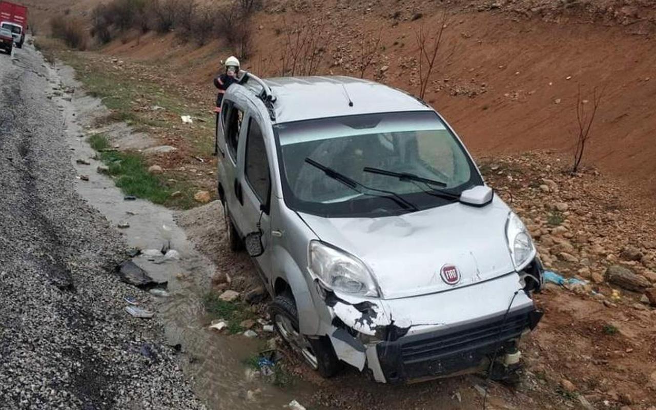 Malatya'da direksiyon hakimiyetini kaybeden araç devrildi: Ölü ve yaralılar var