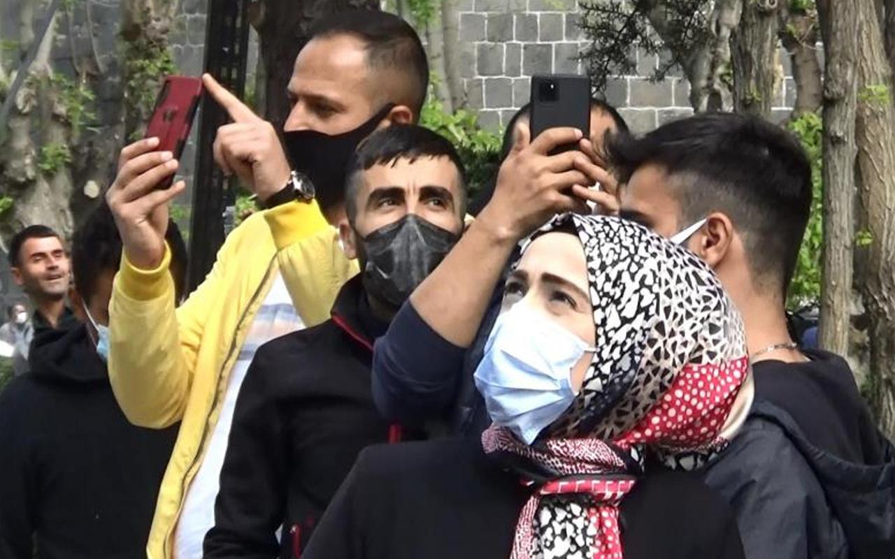 Diyarbakır'da gören telefona sarıldı film izler gibi seyrettiler