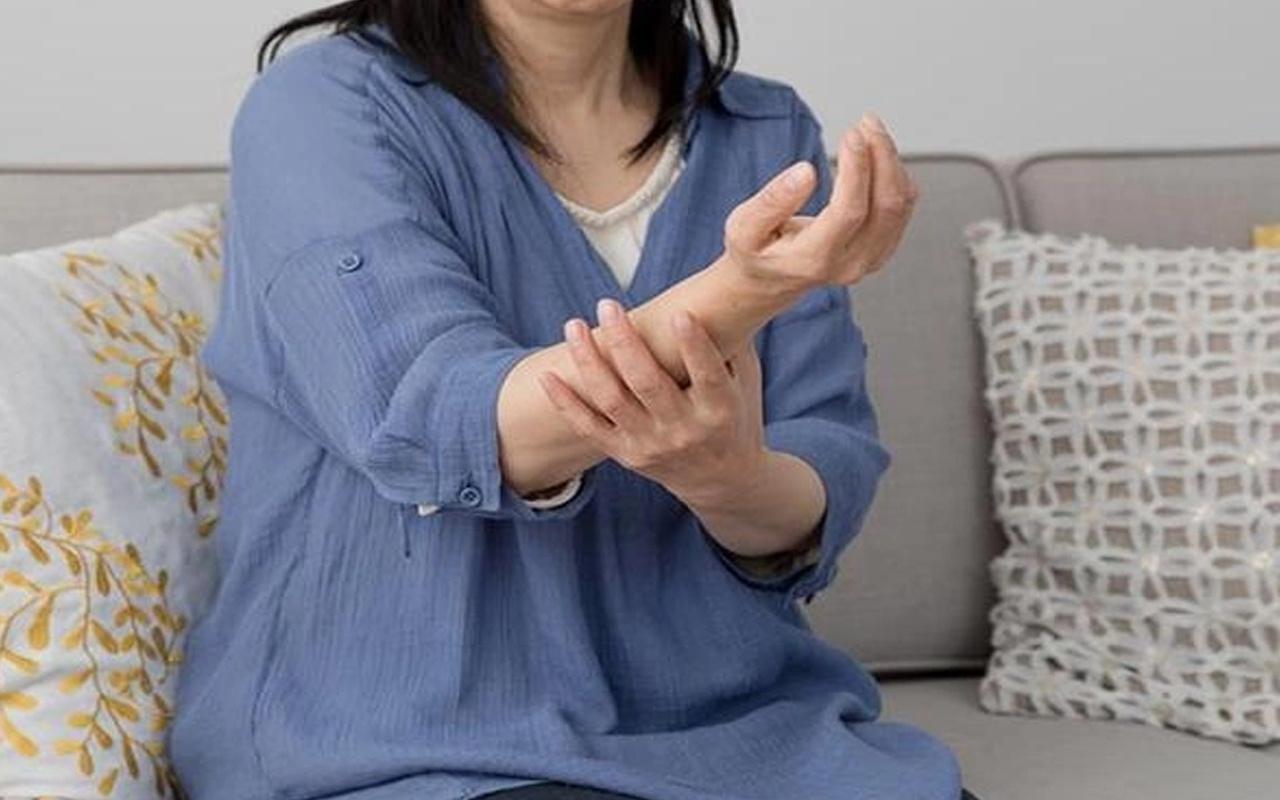Elim ve ayağım uyuşuyor hastalık belirtisi mi karpal tünel sendromu olabilir!