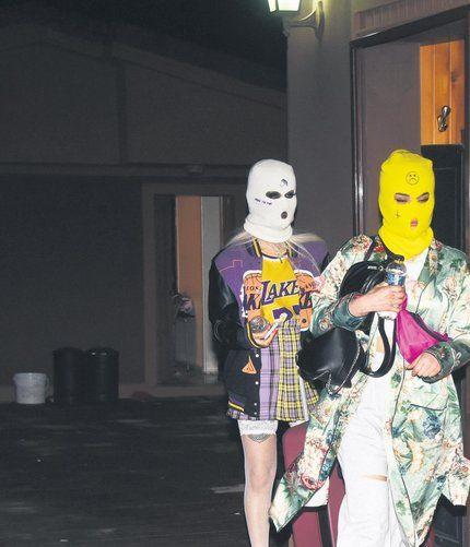 Sosyal medya fenomenlerinin kar maskeli partisine baskın: Bizim için yasak değil, eğlence önemli