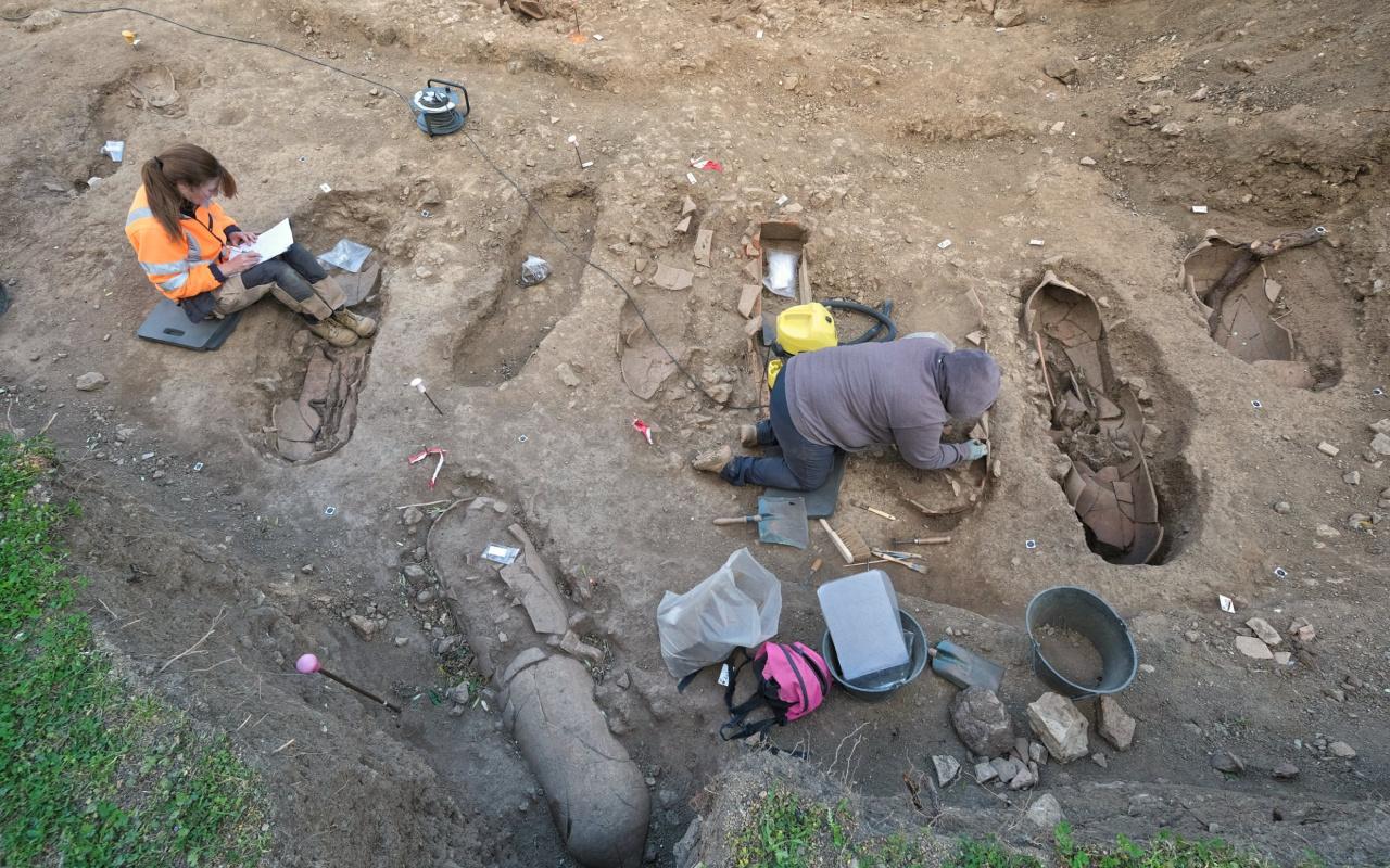 Binlerce yıl öncesine ait! Fransa'da onlarca tabut keşfedildi