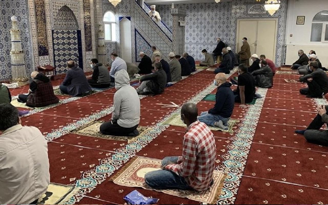 Camiler bugün açık mı cuma namazı camide kılınacak mı?