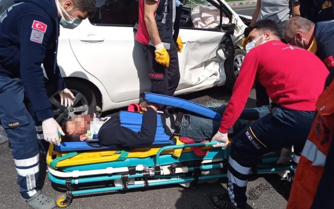 Diyarbakır'da dönüşü yasak olan yola giren otomobil kazaya sebep oldu: 5'i ağır 7 yaralı