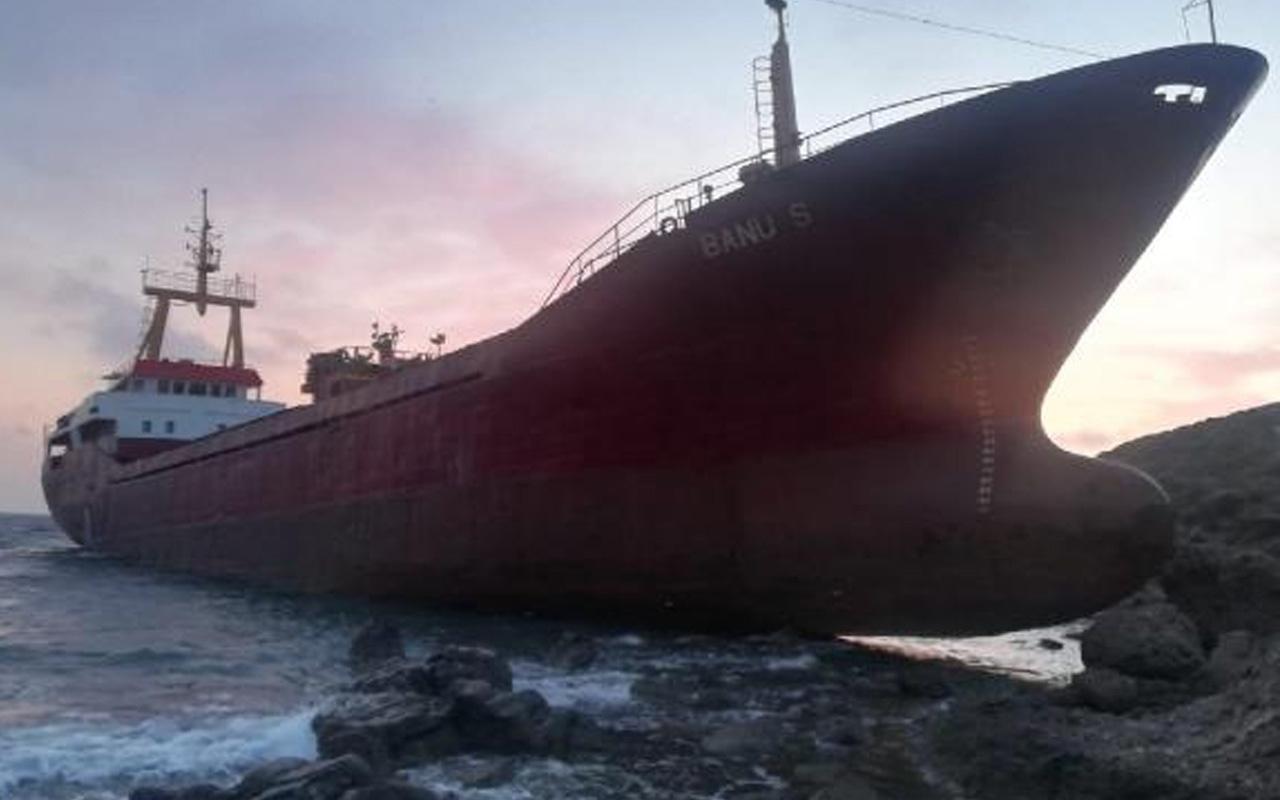 Çanakkale Bozcaada'da dümen arızası yapan kargo gemisi karaya oturdu