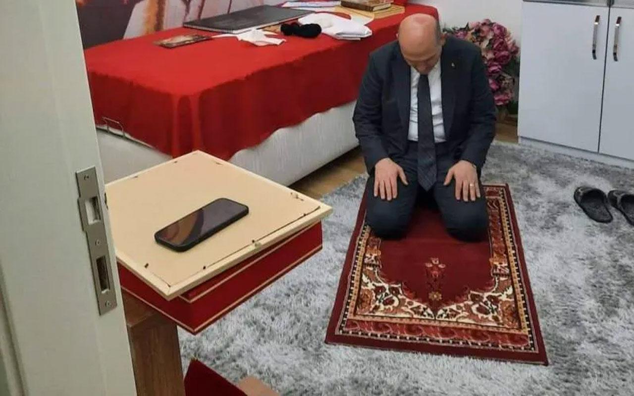 İçişleri Bakanı Süleyman Soylu tabuta sığmayan şehidin seccadesinde namaz kıldı