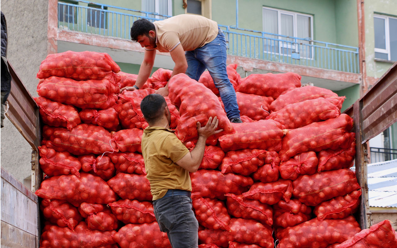 Eskişehir'de üreticilerden depolarında kalan kuru soğanların alımı için Cumhurbaşkanı Erdoğan'a teşekkür