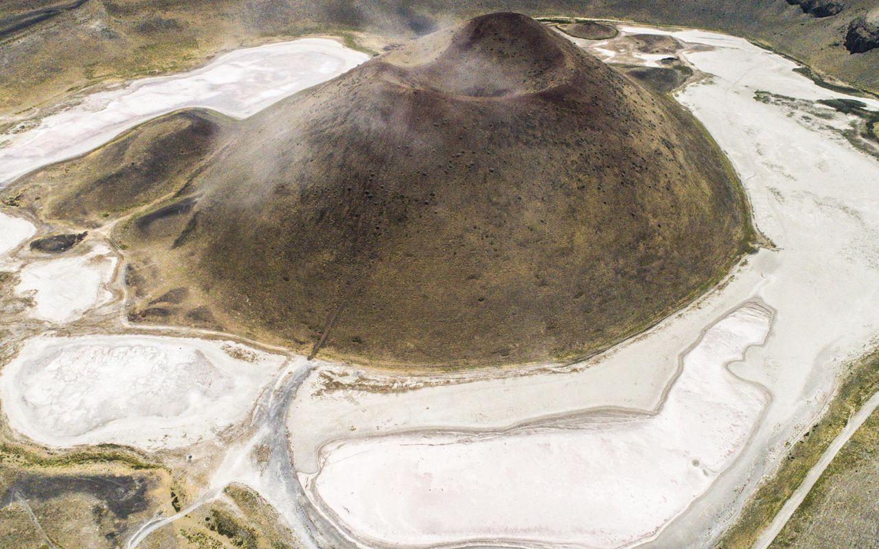 'Dünyanın nazar boncuğu' kurudu! Konya Meke Gölü'ne kurtarma operasyonu