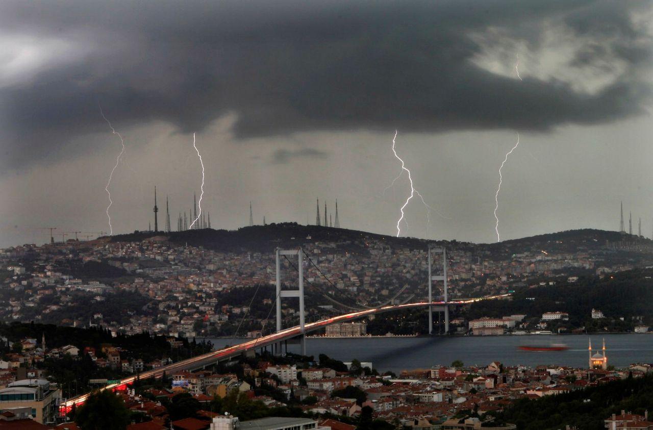 Orhan Şen uyardı! Pazartesi İstanbul'un havası çok fena gök gürültülü sağanak dolu ve toz...