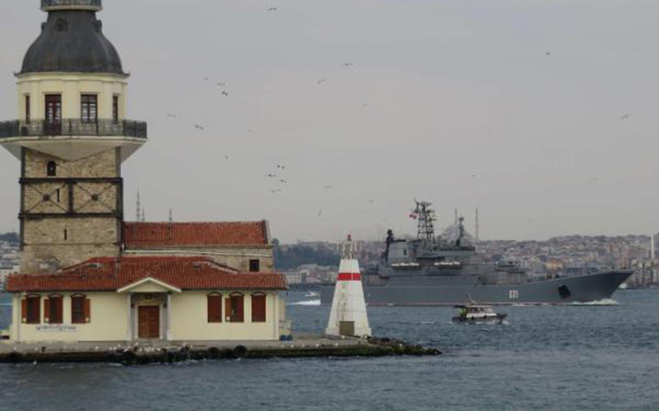 Karadeniz'de sular ısınıyor! Rus savaş gemileri peş peşe İstanbul Boğazı'ndan geçti