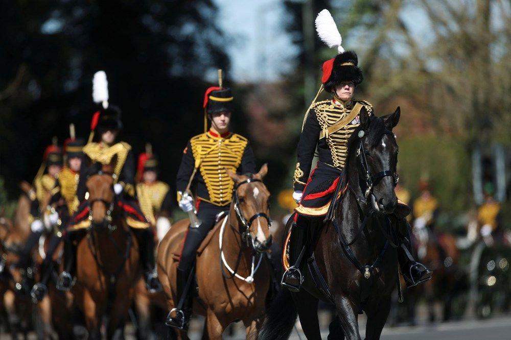 Kraliyet ailesi Prens Philip'i son yolculuğuna uğurladı